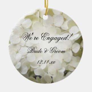 Ornement Rond En Céramique Photo blanche de fiançailles d'hortensia