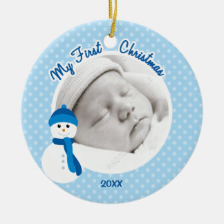 Ornement Rond En Céramique Photo de Noël de bonhomme de neige bleu de bébé