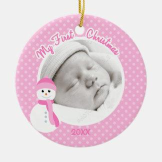 Ornement Rond En Céramique Photo de Noël de bonhomme de neige rose de bébé