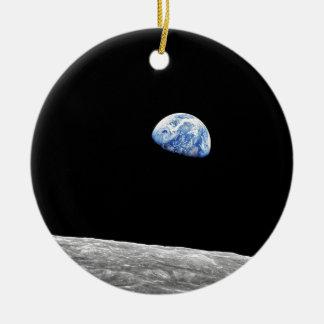 Ornement Rond En Céramique Photo lunaire d'orbite de lune de la NASA Apollo 8