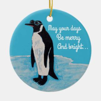 Ornement Rond En Céramique Pingouin de Noël blanc avec des lunettes de soleil