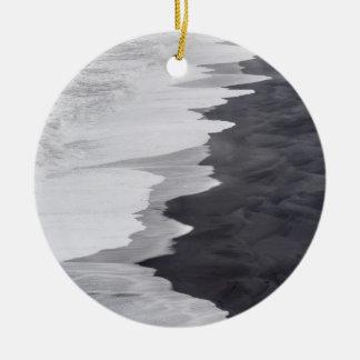 Ornement Rond En Céramique Plage noire et blanche pittoresque