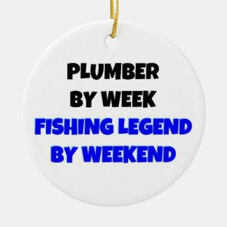 Ornement Rond En Céramique Plombier par légende de pêche de semaine par