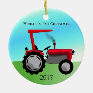Ornement Rond En Céramique Premier Noël de ferme du bébé rouge mignon de