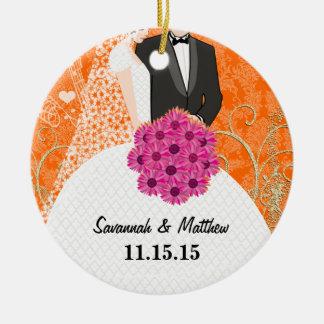 Ornement Rond En Céramique Premier Noël de marié de jeune mariée de nouveaux