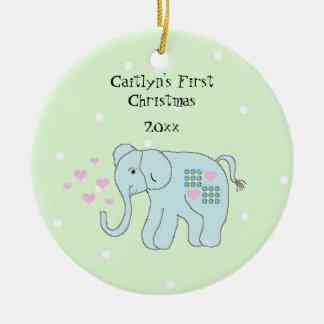 Ornement Rond En Céramique Premier Noël du bébé lunatique d'éléphant