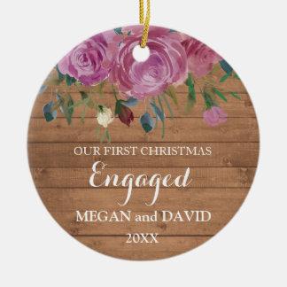 Ornement Rond En Céramique Premier Noël en bois rustique engagé ou marié