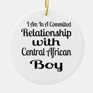 Ornement Rond En Céramique Rapport avec le garçon centrafricain
