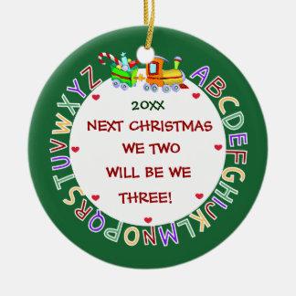 Ornement Rond En Céramique S'attendre à notre ęr Bébé-Noël