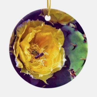 Ornement Rond En Céramique Soleil, fleurs et abeilles. Nature-Themed.