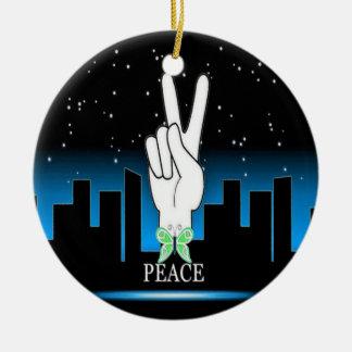 Ornement Rond En Céramique Symbole de paix avec un arrière - plan de ville