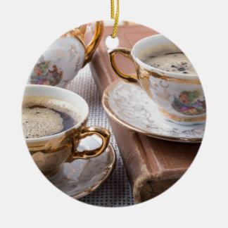 Ornement Rond En Céramique Tasses de café antiques de porcelaine avec le café