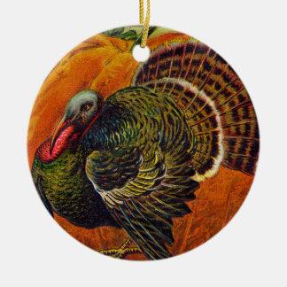 Ornement Rond En Céramique Thanksgiving Turquie devant un citrouille orange