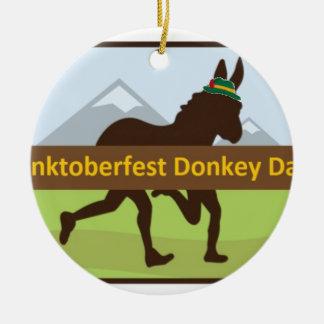Ornement Rond En Céramique Tiret d'âne de Donktoberfest