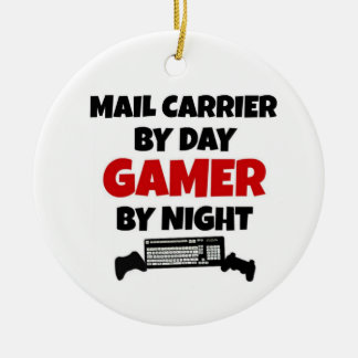Ornement Rond En Céramique Transporteur de courrier par le Gamer de jour par