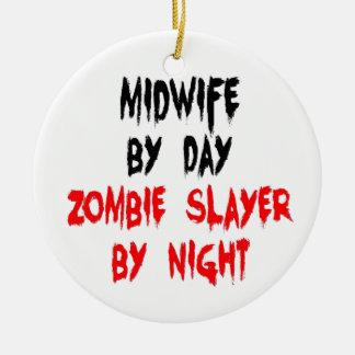 Ornement Rond En Céramique Tueur de zombi de sage-femme