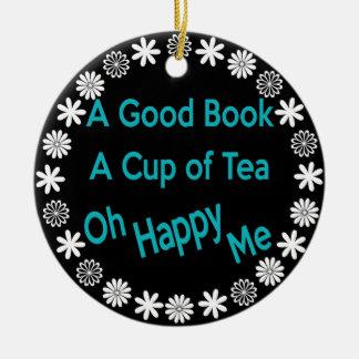 Ornement Rond En Céramique Un bon livre, une tasse de thé, oh heureux