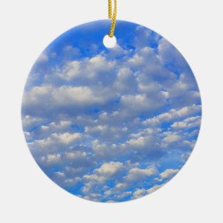 Ornement Rond En Céramique Un bon nombre de nuages minuscules