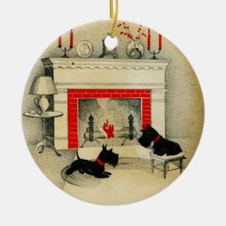 Ornement Rond En Céramique Vacances de chiots de Noël de Terrier d'écossais