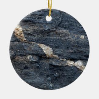 Ornement Rond En Céramique Veines de calcite en schistes noirs tectonized