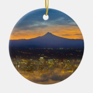 Ornement Rond En Céramique Ville brumeuse de Portland du centre à l'aube