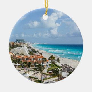 Ornement Rond En Céramique Ville de Cancun sur près de la plage