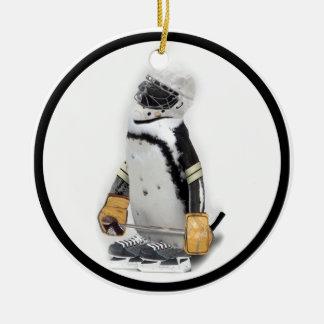 Ornement Rond En Céramique Vitesse de port d'hockey de petit pingouin