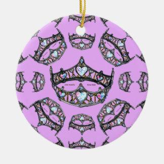 Ornement rose de diadèmes argentés de couronnes de