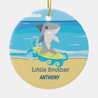 Ornement surfant de requin de petit frère