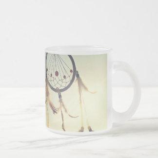 Ornement tribal vintage de receveur de rêve de mug en verre givré