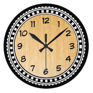 Ornements avec l'arrière - plan en bois grande horloge ronde