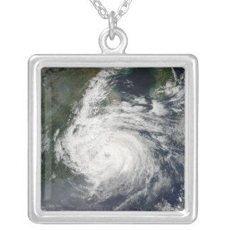 Ouragan Sinlaku Pendentif Carré