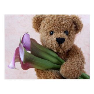 ours avec la carte postale de zantedeschias