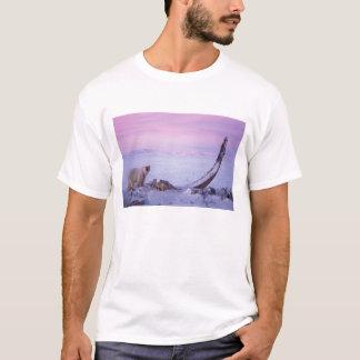 Ours blanc avec la carcasse de baleine de bowhead t-shirt