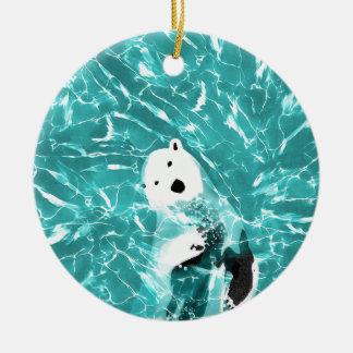 Ours blanc espiègle dans la conception de l'eau de ornement rond en céramique
