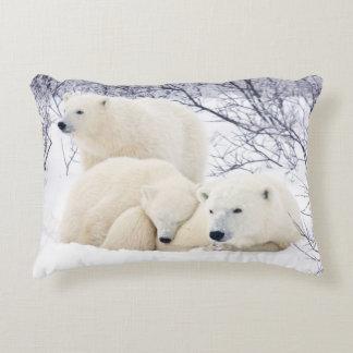 Ours blancs femelles et deux petits animaux 3 coussins décoratifs