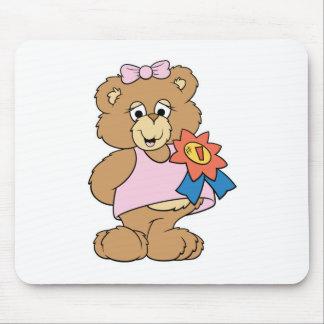 Ours de fille de récompense du numéro un tapis de souris