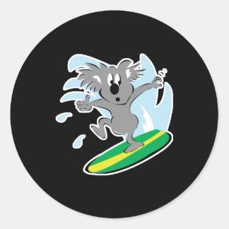 ours de koala surfant drôle sticker rond