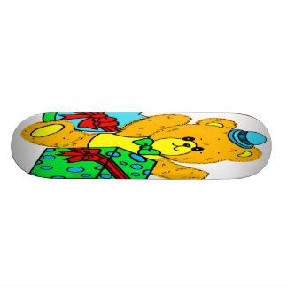 Ours de nounours avec les présents, cadeaux pour d skateboards personnalisés