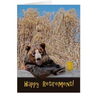 Ours de retraite avec de la bière carte de vœux