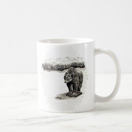 Ours gris sur la tasse de roche