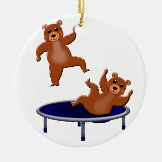 ours trampolining ornement rond en céramique