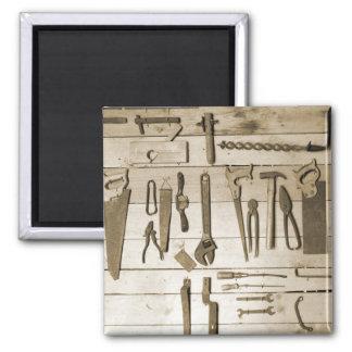 Outils sur le mur en bois aimant