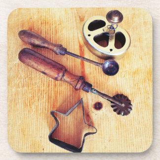 Outils vintages de cuisson dessous-de-verre
