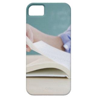 Page de rotation de main dans le livre coques Case-Mate iPhone 5