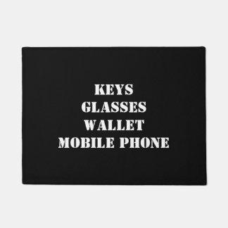 Paillasson Natte avec des clés, verres, téléphone portable,