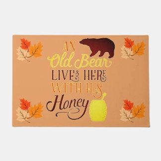 Paillasson Un vieil ours vit ici avec du son miel