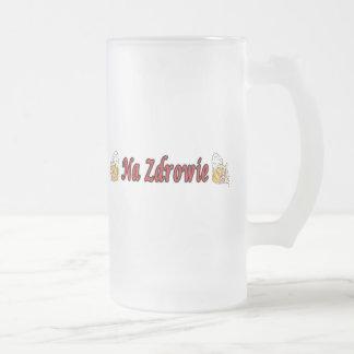Pain grillé de Na Zdrowie avec des tasses de bière
