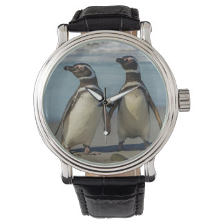 Paires de pingouins sur la plage montres bracelet