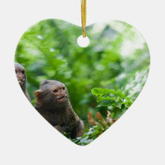 Paires de singes pygméens ornement cœur en céramique